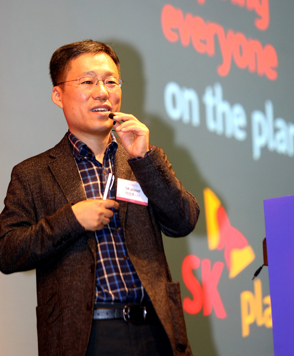 Lee Sang-ho, chief technology officer of SK Planet, speaks at Tech Planet 2016 held at the Convention and Exhibition Center, southern Seoul, Monday. (SK Planet)