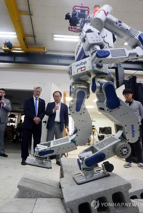 Hubo, a South Korean-developed humanoid robot (Yonhap)