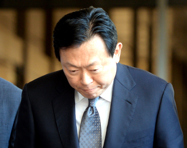 Prosecutors indict 5 Lotte family members on corruption