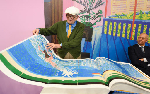 """British artist David Hockney presents his large-format book """"SUMO - A Bigger Book"""" at the stand of Taschen Publishing at the Frankfurt Book Fair, in Frankfurt am Main, Germany, Wednesday. (EPA-Yonhap)"""