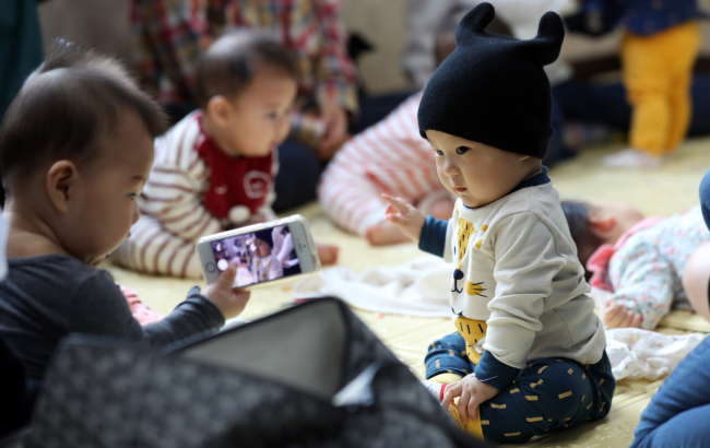 A baby's first birthday is celebrated lavishly as it is seen as an event during which the extended family can legitimately show off their wealth and social connections. (Yonhap)