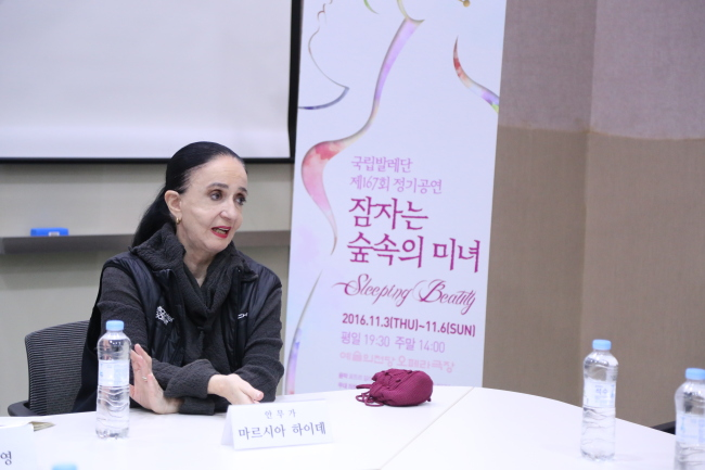 Marcia Haydee, the artistic director of the Santiago Ballet, speaks to reporters at Seoul Arts Center's N Studio in Seoul on Tuesday. (Korean National Ballet)