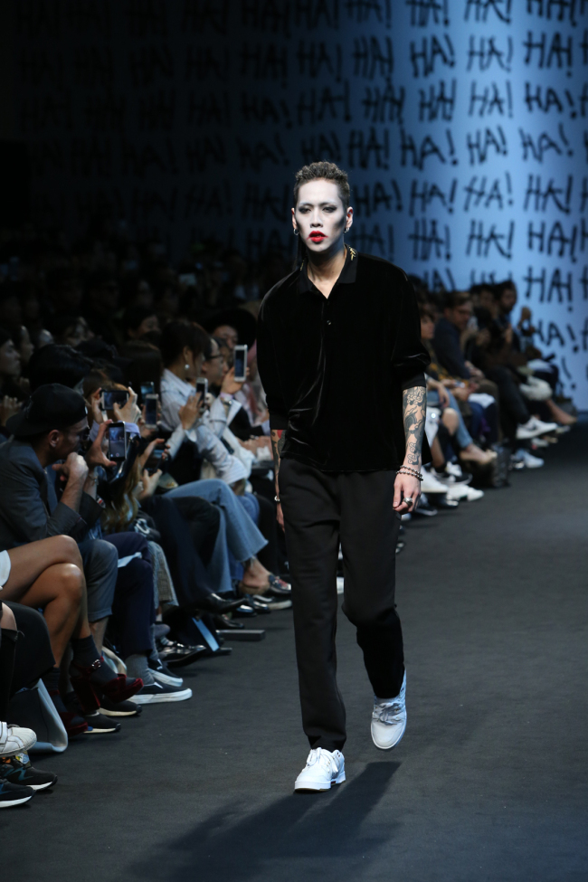 """A scene from the """"Yohanix"""" collection at the 2017 S/S HERA Seoul Fashion Week (Yonhap)"""