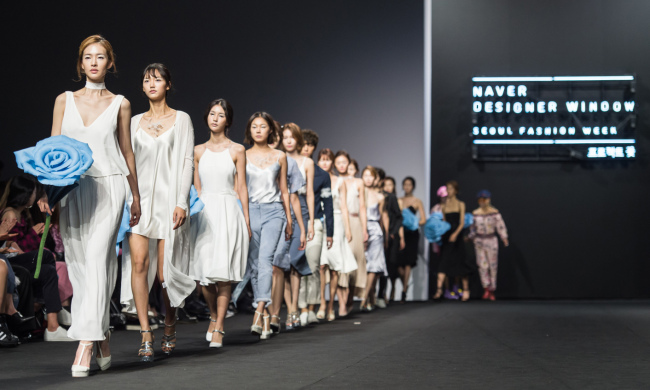 """A scene from the """"Naver Designer Window"""" fashion show at 2017 S/S HERA Seoul Fashion Week (Yonhap)"""