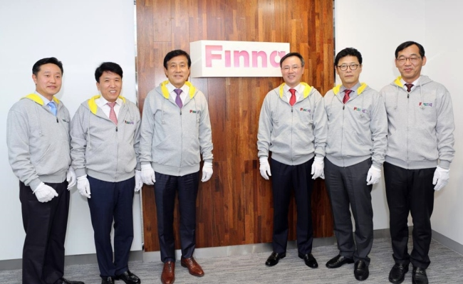 Hana Financial Group CEO Kim Jung-tai (third from left), SK Telecom CEO Jang Dong-hyun (fourth from left) pose for photos during the launching ceremony of Finnq on Friday. (SK Telecom)