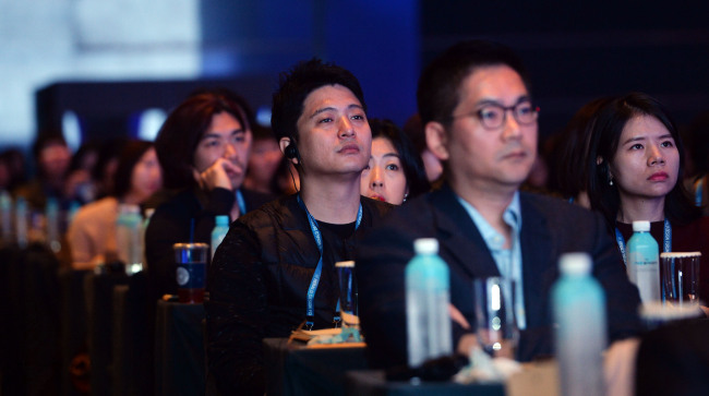 Some 800 people pack the Grand Ballroom of the Grand Hyatt Seoul, venue of the Herald Design Forum 2016, Tuesday. (Park Hae-mook/The Korea Herald)