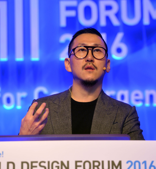 Fashion designer Choi Eu-don speaks at the Herald Design Forum 2016 held at the Grand Hyatt Seoul on Tuesday. (Park Hae-mook/The Korea Herald)
