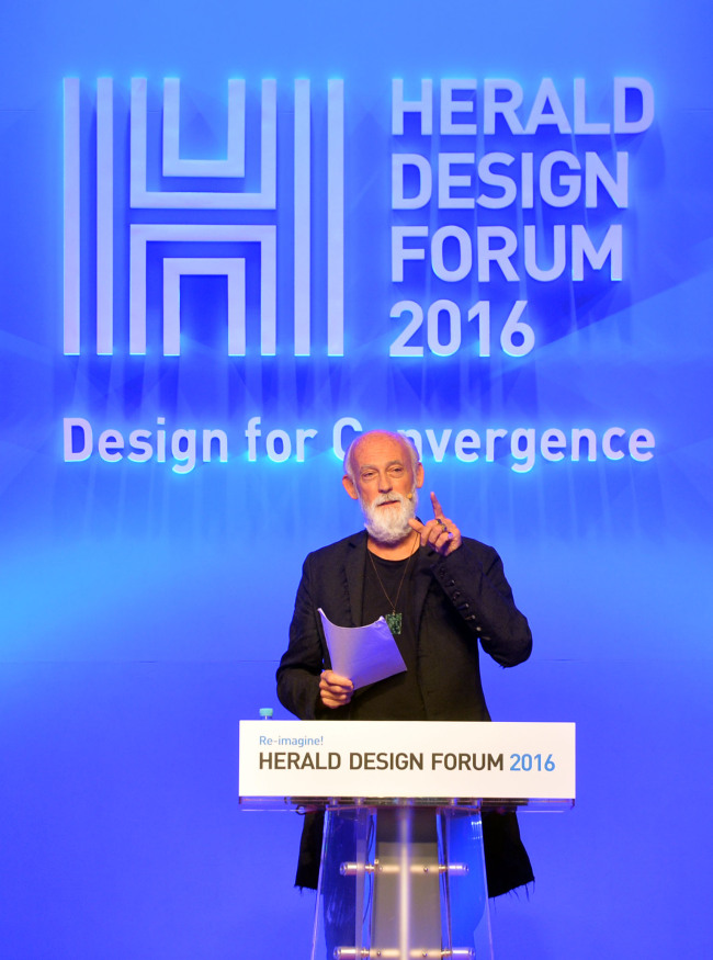 Ross Lovegrove speaks at the Herald Design Forum 2016 held at the Grand Hyatt Seoul on Tuesday. (Park Hae-mook/The Korea Herald)