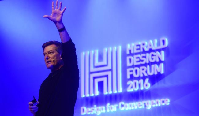 Design executive Bob Baxley speaks during the Herald Design Forum 2016 held at the Grand Hyatt Seoul on Tuesday. (Park Hae-mook/The Korea Herald)