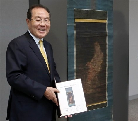 Yoon Dong-han, chairman of Kolmar Korea, poses for the camera at a donation ceremony on Oct. 17, 2015.