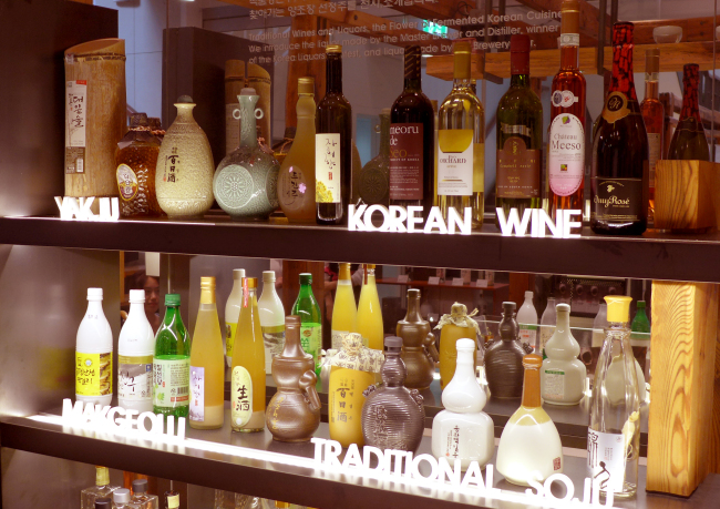 Traditional Korean alcoholic beverages at the Sool Gallery in Seoul (Joel Lee / The Korea Herald)