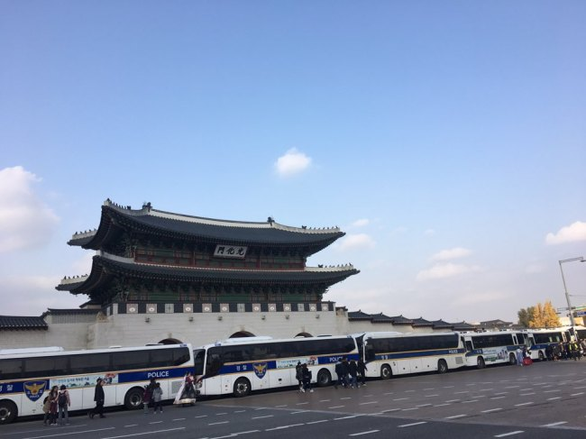 Police buses stationed in front of Gwanghwamun in central Seoul, Saturday. (Ock Hyun-ju/The Korea Herald)
