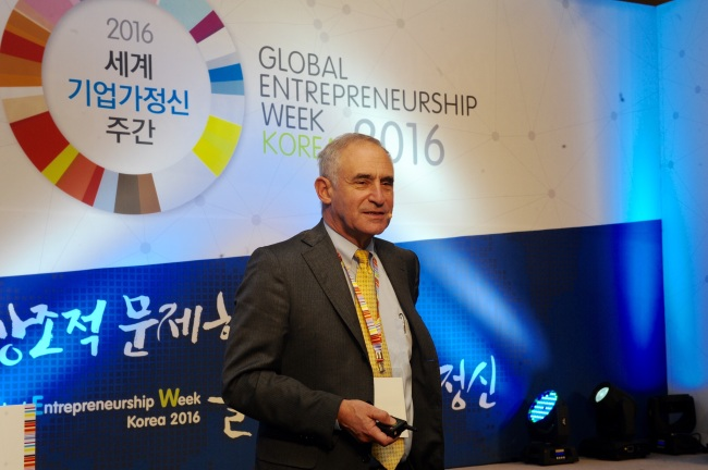 Daniel Isenberg, a professor of entrepreneurship practice, at Babson College speaks at Global Entrepreneurship Week Korea 2016. Korea Entrepreneurship Foundation