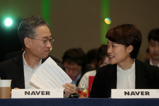 Naver CEO Kim Sang-hun (left) and executive vice president of Naver`s services division Han Seong-sook take part in the