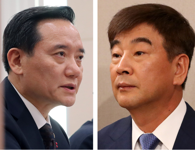 Justice Minister Kim Hyun-woong (left) and senior presidential secretary for civil affairs Choi Jai-kyeong (Yonhap)