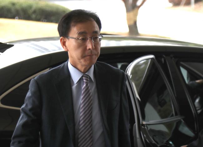 Prosecutor General Kim Soo-nam enters the Supreme Prosecutors' Office in Seoul on Friday. Yonhap