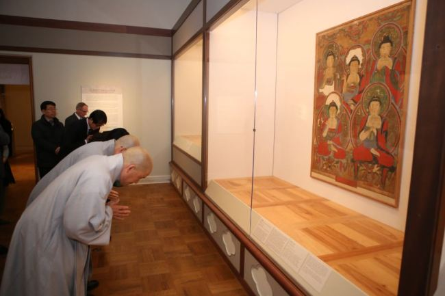 "Buddhist monks bow before ""Obuldo,"" on exhibition at the Portland Art Museum in Portland, Oregon, on Dec. 2. (Courtesy of the Jogye Order of Korean Buddhism)"
