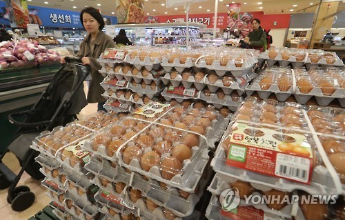 A woman passes by stacks of eggs at a large discount store in Seoul on Dec. 7, 2016. (Yonhap)