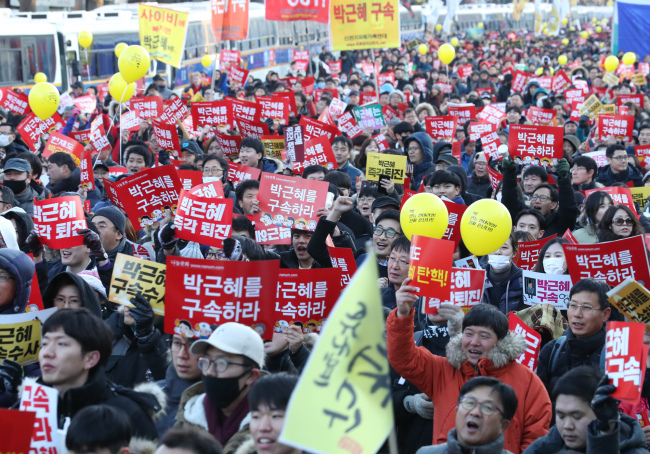 Citizens march towards Cheong Wa Dae or the presidential office in the 7th rally in Gwanghwamun, central Seoul on Saturday after the impeachment vote passed Friday. (Yonhap)
