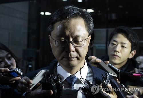Former presidential secretary Woo Byung-woo (Yonhap)