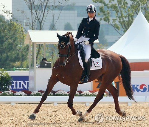 A photo taken in September 2014, shows Chung Yoo-ra participating in an equestrian competition. (Yonhap)
