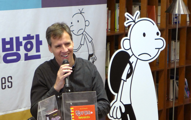 "Jeff Kinney, author of children's classic ""Diary of a Wimpy Kid,"" speaks at a press conference in Seoul on Tuesday. (Joel Lee / The Korea Herald)"