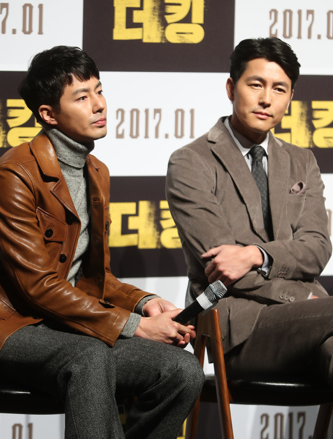 Jo In-sung (left) and Jung Woo-sung speak to reporters at a press conference in southern Seoul on Thursday. (Yonhap)