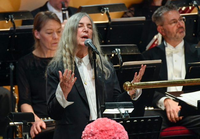 """US singer Patti Smith performs """"A Hard Rain's A-Gonna Fall"""" by absent 2016 Nobel literature laureate Bob Dylan during the 2016 Nobel prize award ceremony at the Stockholm Concert Hall on Saturday. AP-Yonhap"""