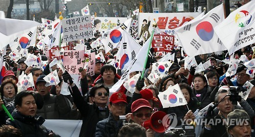 Supporters of President Park and conservative civic groups hold a rally in central Seoul to show their opposition to the impeachment of the president on Saturday. (Yonhap)