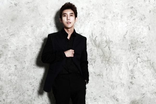 Ballad singer Shin Jae (Star & Tree Entertainment)
