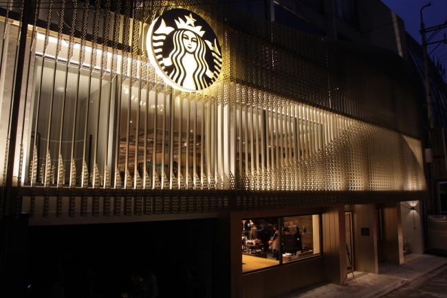Starbucks' 1000th store in the Cheongdam area of Seoul (Starbucks)