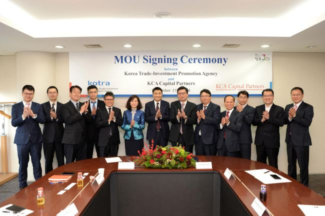 Officials from the Korea Trade-Investment Promotion Agency and KCA Capital Partners pose for a photograph after signing a memorandum of understanding Wednesday in Seoul. (Kotra)