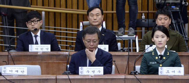 Former senior presidential secretary Woo Byung-woo (left) and former presidential nurse officer Cho Yeo-ok (right) attend a parliamentary hearing at the National Assembly in Seoul on Thursday. (Park Hae-mook/The Korea Herald)