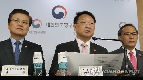 South Korea's Finance Minister Yoo Il-ho speaks at a press briefing in Seoul on Dec. 29, 2016. (Yonhap)