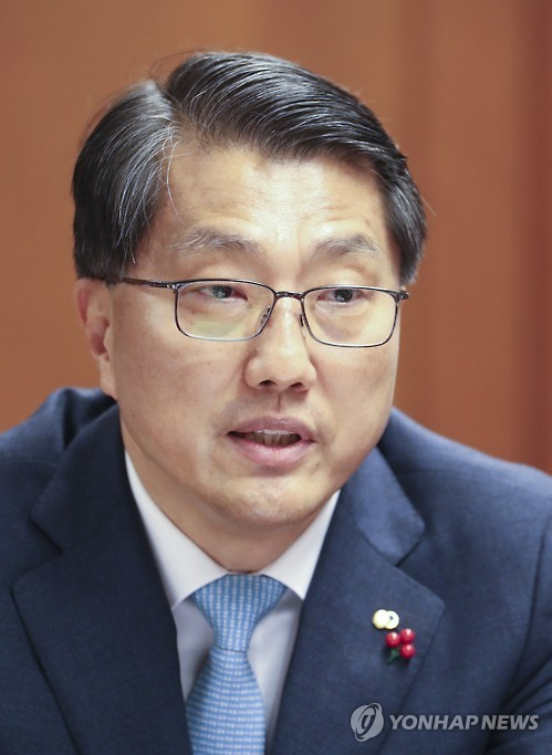 Zhin Woong-seob, governor of the Financial Supervisory Service. (Yonhap file photo)