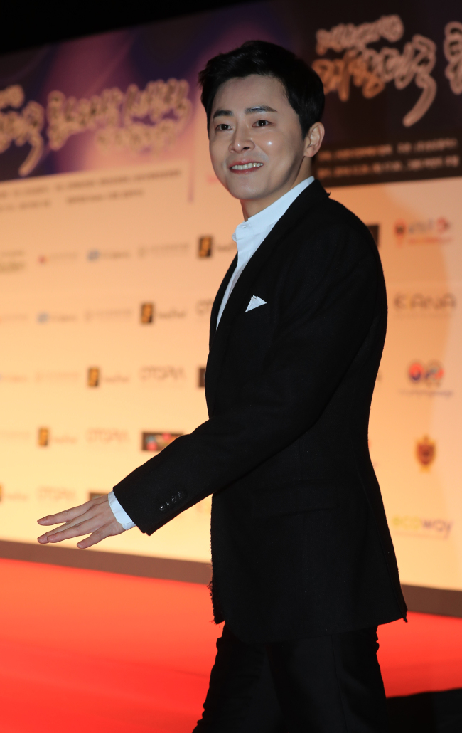 ActorCho Jung-seok attends the 2016 The Night of Stars-Korea Top Star Awards at Grand Hyatt Seoul on Thursday evening. (Yonhap)