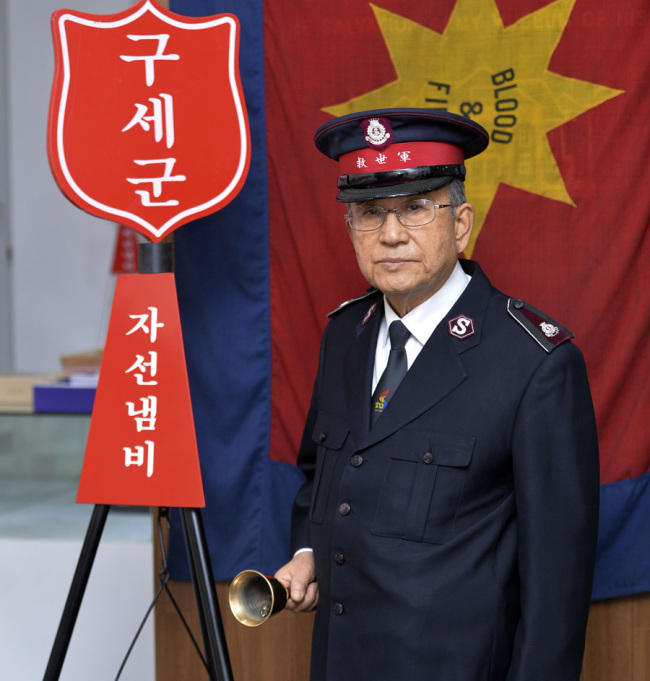 Former Salvation Army volunteer Lee Seong-deok poses for a photo before an interview with The Korea Herald on Dec. 20 at the organization's Korea headquarters in Jeong-dong, Seoul. (Yoon Byung-chan/The Korea Herald)