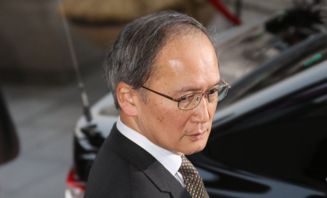 Japanese Ambassador to South Korea Yasumasa Nagamine leaves the South Korean Foreign Ministry in Seoul on Friday after being summoned by South Korean Foreign Minister Yun Byung-se in light of Tokyo's temporary recall of its top envoy to Seoul. (Yonhap)