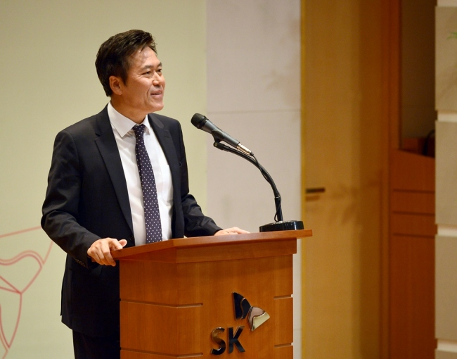 SKT CEO Park Jung-ho delivers a New Year's speech at the company's headquarters in Seoul on Jan. 2. (SKT)
