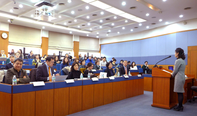Participants listen to a speaker at the Yoo Yeong Translation Award ceremony at Yonsei University on Wednesday, which took stock of the country's progress in literary translation and honored individuals for helping bridge Korea and the world through translation. (Joel Lee / The Korea Herald)