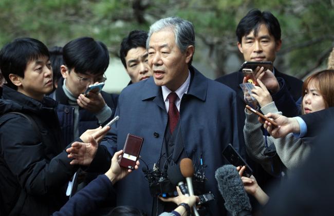 Choi Soon-sil`s lawyer Lee Kyung-jae speaks to reporters (Yonhap)