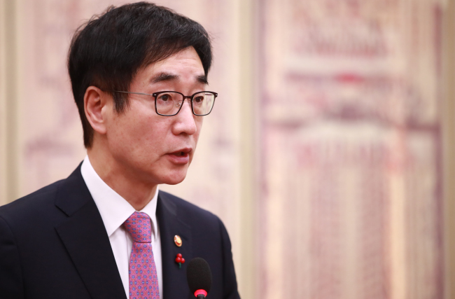 Education Minister Lee Joon-Sik (Yonhap)