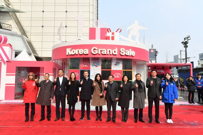 Participants at the Korea Grand Sale 2017 opening ceremony in Seoul on Friday pose for a photo. / Visit Korea Committee