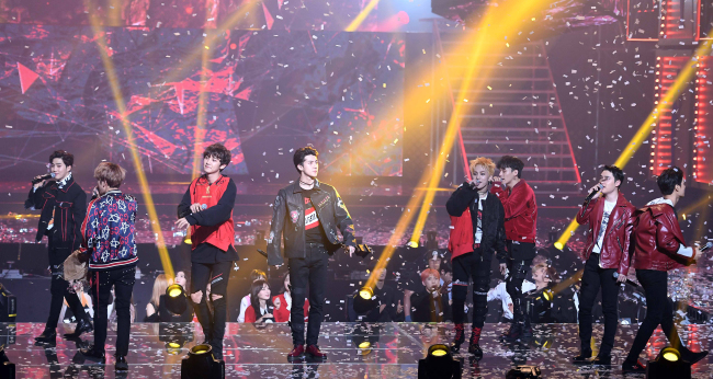 EXO performs Thursday at the Seoul Music Awards held at Jamsil Stadium in southern Seoul. (Yonhap)