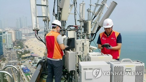 SK Telecom employees check an LTE base station in Busan. (Yonhap)