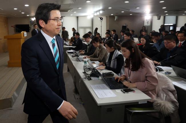 Acting President and Prime Minister Hwang Kyo-ahn (Yonhap)