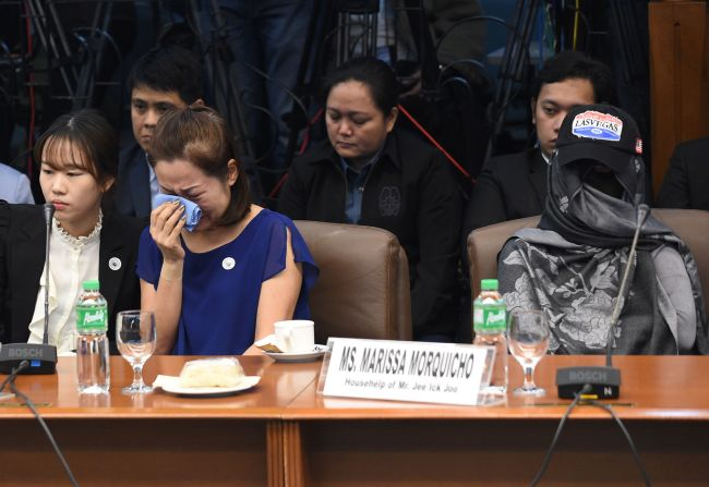 The wife of a South Korean businessman, who was kidnapped and murdered by at least three police officers in the Philippines, testifies at a hearing (Yonhap)