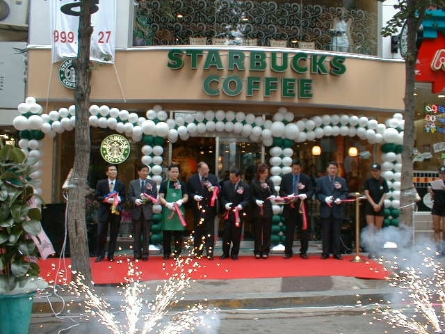 Korea's first Starbucks Coffee store in front of Ewha Womans University, opened in 1999 (Starbucks)