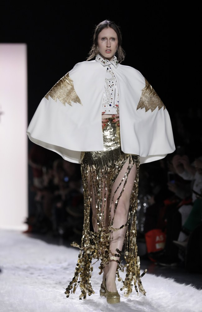 A model presents a creation by Jeremy Scott at the New York Fashion Week on Friday. EPA-Yonhap