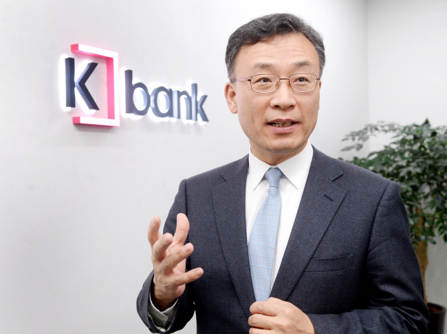 Shim Sung-hoon, CEO and president of K bank, speaks during an interview with The Korea Herald in Seoul, Thursday. (Park Hyun-koo/The Korea Herald)